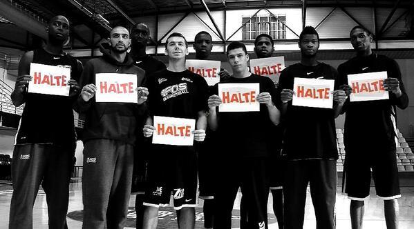 Les Fosséens, basketteurs et commerçants, en décembre 2013 déjà, s'engagent contre le racisme (photo : DR).