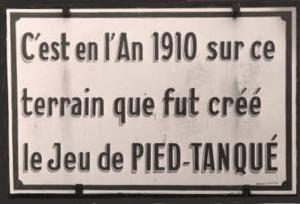 Plaque commémorative au boulodrome de La Ciotat rappelant que ce fut ici qua fut créé le jeu de pétanque en 1910 par Jules Le Noir (CC/Wikipedia)