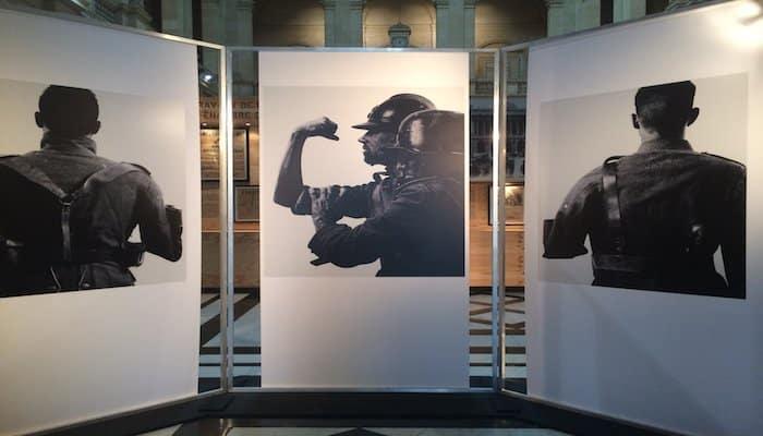 Des photos et beaucoup d'autres illustrations dans l'exposition organisée au palais de la Bourse pour raconter Marseille durant la Première guerre mondiale. (Photo J-F.E.)