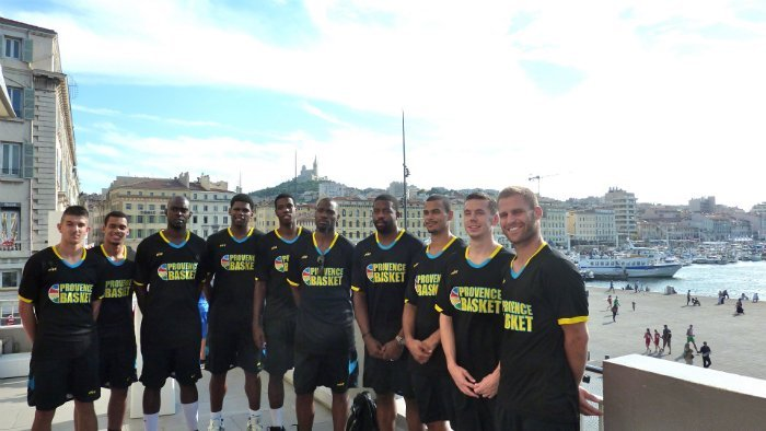 De gauche à droite : Luca Claret, Nicolas Hylaire, Mamadou Dia, Tanguy Ramassamy, Bruno Cingala-Mata, Amadi McKenzie, Chris Davis, Aaron Broussard, Édouard Choquet, Gaétan Clerc (photo : E.D).