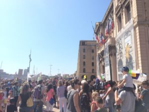 Vendredi 5 septembre, des centaines de parents avaient manifesté devant la mairie de Marseille (photo : A.B).