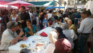 Le banquet participatif Halle Delacroix dans le quartier Noailles à Marseille à l'occasion de Mixfood initié par le Mucem en 2014 (Photo J-Y Delattre/archives Gomet')
