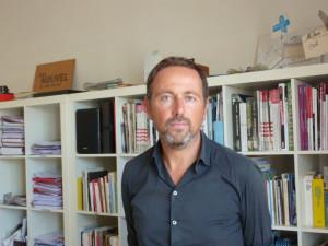 Diplômé d'architecture en 1992, Rémy Marciano crée son agence à Marseille en 1996, puis sa société en 2006. Depuis 2005, il est également maître-assistant titulaire à l'École nationale supérieure d'architecture de Marseille.