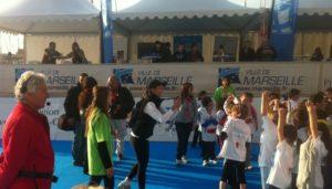 Le marathon de Marseille accueille chaque année les enfants pour une mini course sur le quai du port. (Photo J-F.E.)
