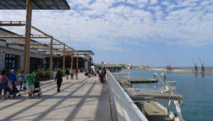 La terrasse des Terrasses du Port, vue plongeante sur la mer. (Photo J-F.E)