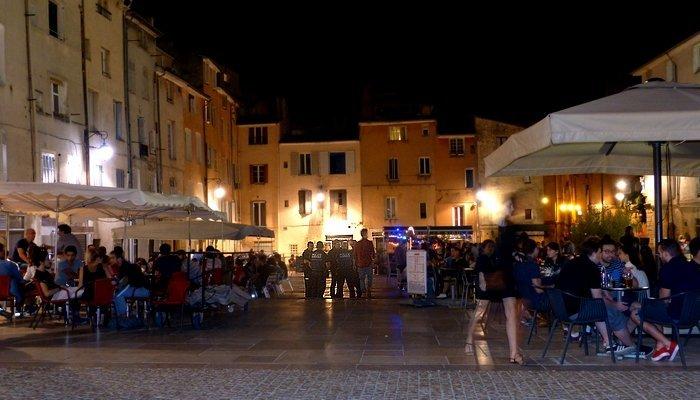 Aix en provence maryse joissains non ce soir les - Piscine d aix en provence ...
