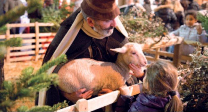 La crèche de Noël place Saint-Michel.