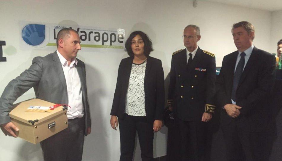 Laurent Laïk à gauche avec la ministre du Travail, le préfet et le maire d'Aubagne. (Photo capture d'écran Twitter DR)