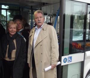 Noëlle Ciccolini et Richard Mallié à bord du bus électrique