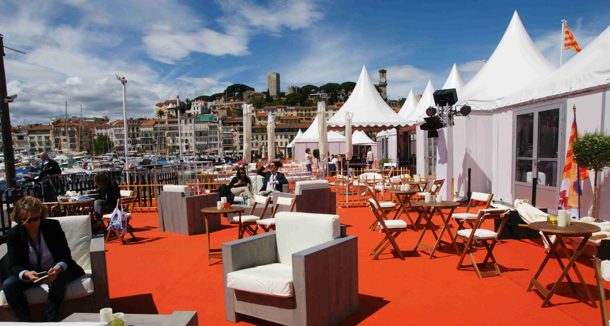 marseille s 39 installe sur la croisette. Black Bedroom Furniture Sets. Home Design Ideas