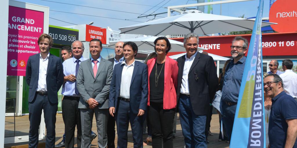 Laure-Agnès Caradec, François Jalinot et les promoteurs autour de l'espace de vente