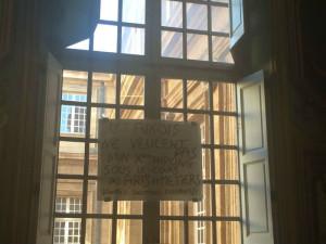 """""""Les aixois ne veulent pas d'un parking sous le cours des Arts et Métiers"""", était-il écrit sur les murs de la mairie."""