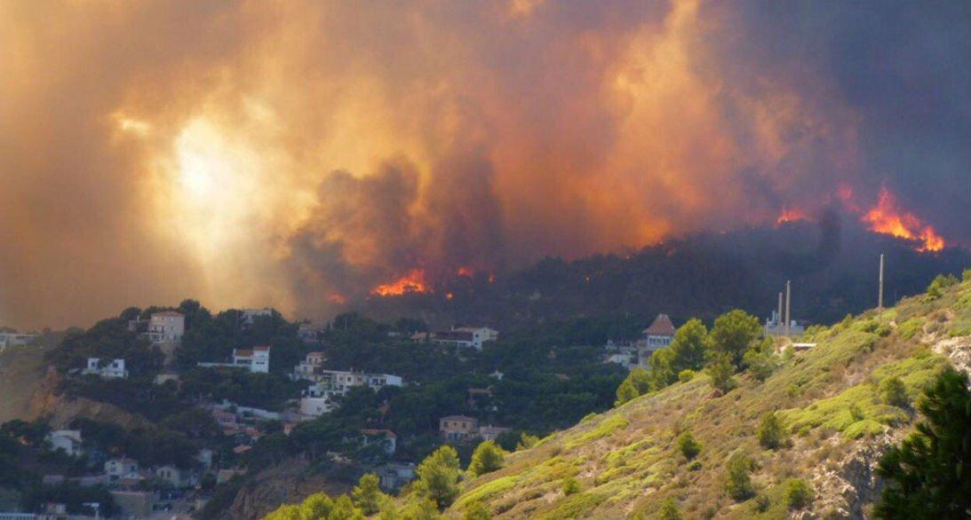 Incendies près de Marseille : 400 hectares brûlés, mais la situation s'améliore