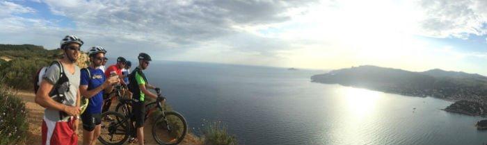 Proposées par APBIKE outes les semaines, des balades ont lieu en vélo dans les plus beaux massifs du département. DR