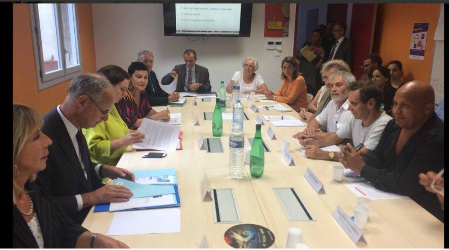 Rencontre avecd es associations de lutte contre le mal logement et l'exclusion à Marseille Crédit: capture d'écran @emmacosse