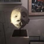 Une tête de 40 cm de diamètre signée Sourski