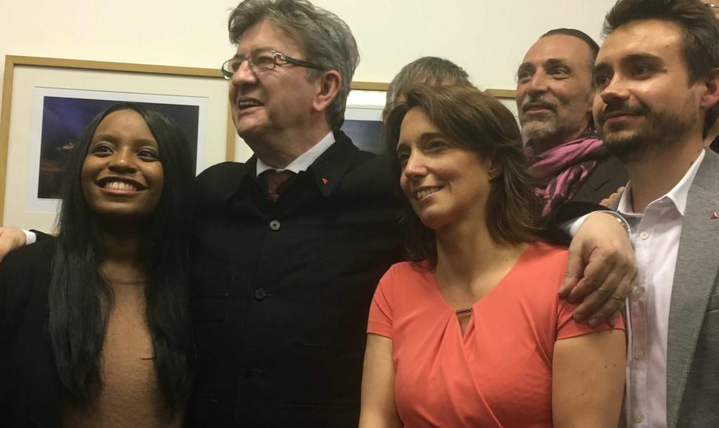 Jean-Luc Mélenchon, avec Sarah Soihili (à gauche) et Sophie Camard (à droite). Photo : Narjasse Kerboua