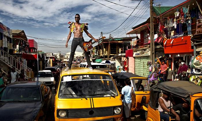 Le NIgérian Keziah Jones revient avec son funk endiablé. Crédit : kelechi Amadi Obi