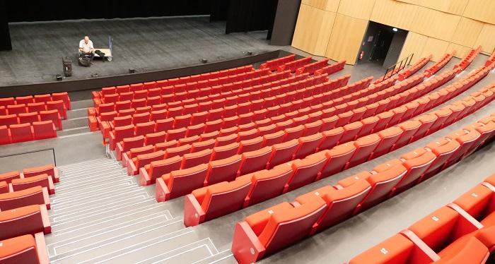 La grande salle Michel Simon peut accueillir 500 personnes