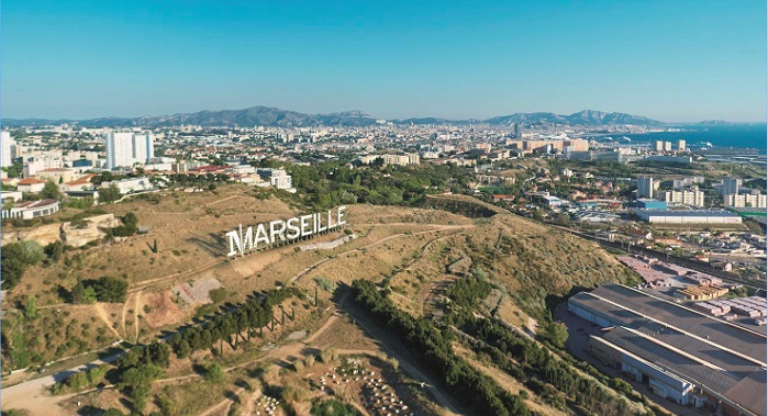 Foresta s'étend sur 20 ha sous Grand Littoral où trône déjà les lettres Marseille installées par Netflix
