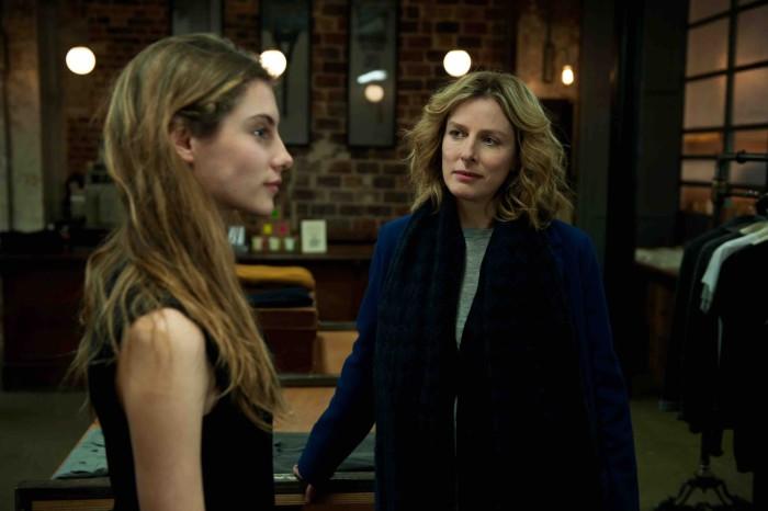 Mathilde doit affronter la jalousie soudaine de sa mère (Karin Viard)