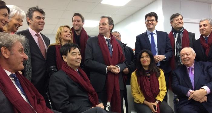 Renaud Muselier, Martine Vassal, Jean-Claude Gaudin... toute la classe politique marseillaise entoure Zhai Jun, l'ambassadeur de Chine. A gauche, Christine Lagarde parraine d'un œil bienveillant le projet de son mari Xavier Giocanti.