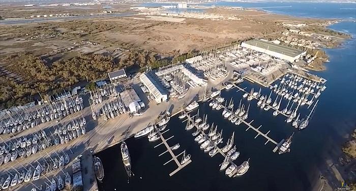 Le Port Napoléon propose 250 places à flots et 1 000 places à terre