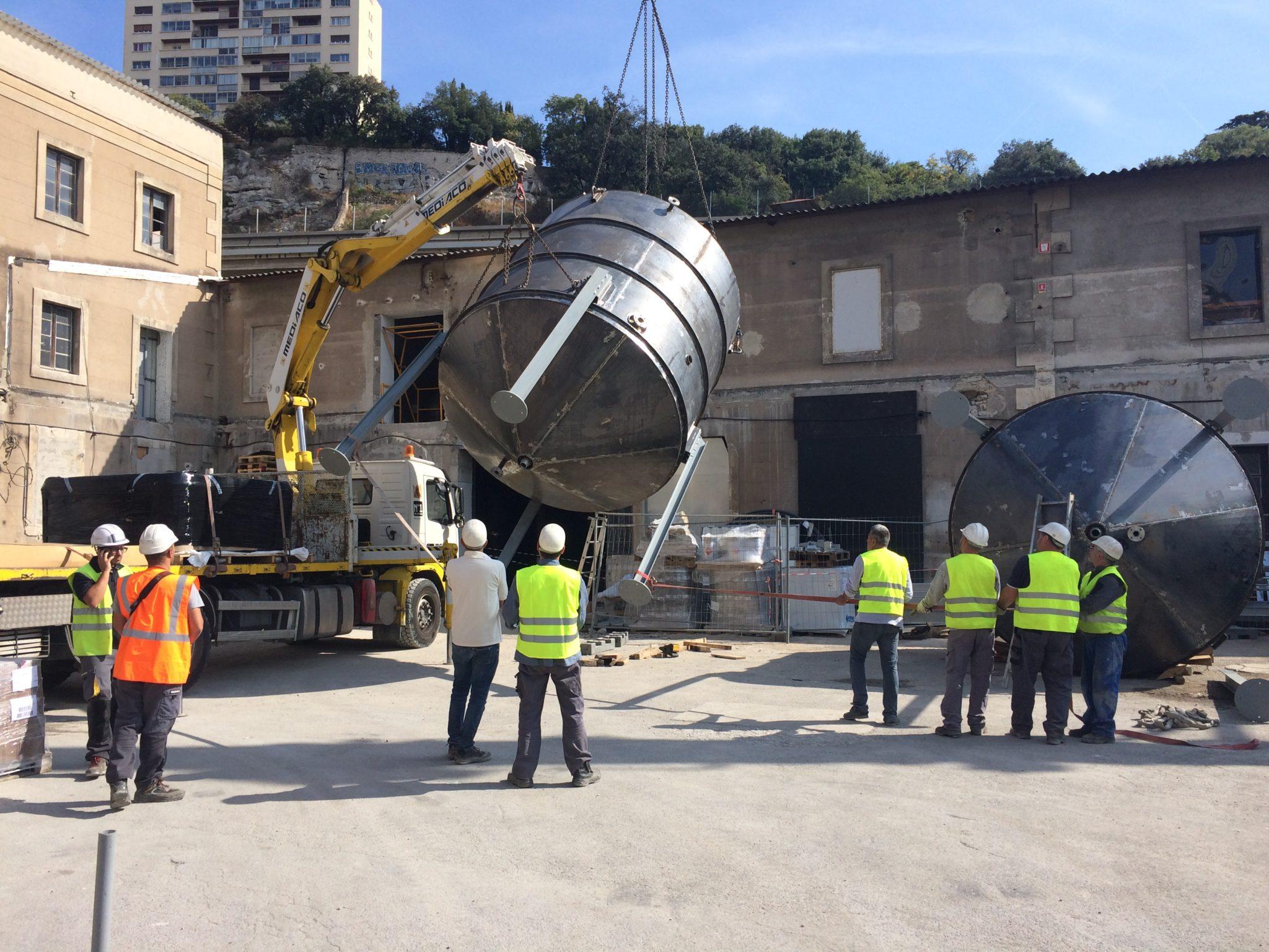 Marseille la savonnerie du midi r industrialise son for Savonnerie scham salon de provence