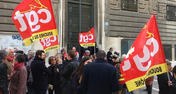 Les syndicats avaient appelé à un rassemblement mardi matin devant le tribunal de commerce