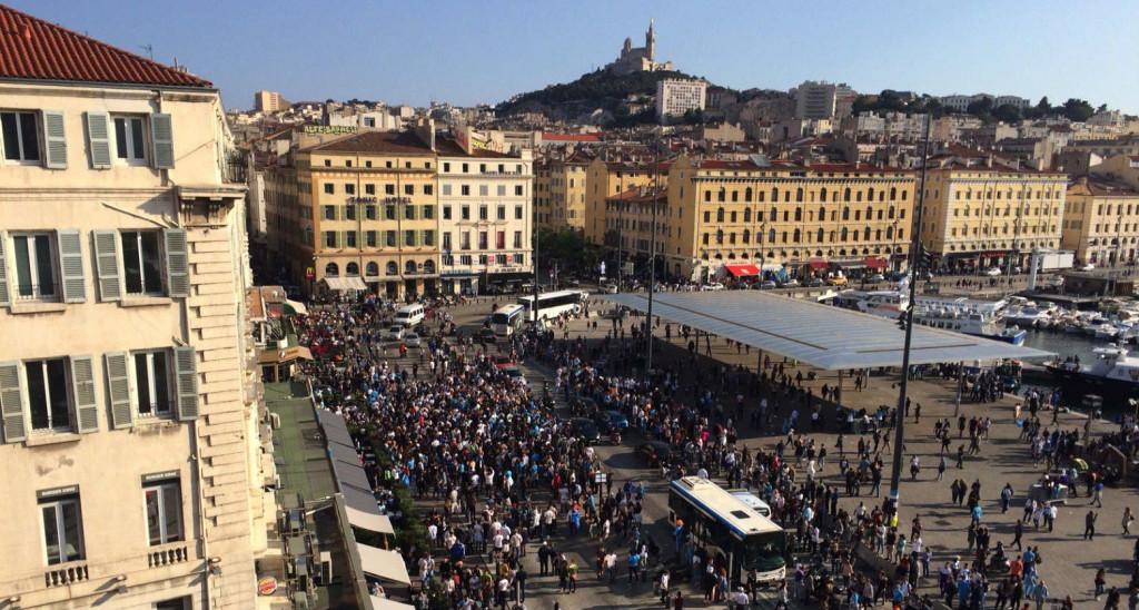 Le Vieux-Port à Marseille envahi de supporters dès la matinée de la finale de la Ligue Europa OM Atlético (Photo AG/Gomet')