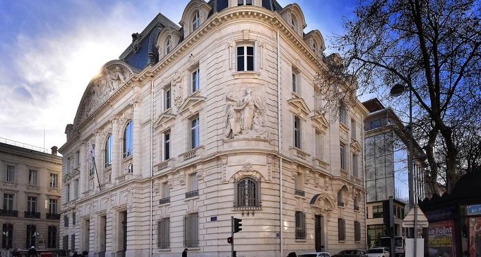 Omnium a entièrement refait la façade du siège de la Caisse d'Epargne à la préfecture