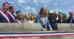 Nicole Belloubet, armée d'une truelle, a posé la première pierre du TGI lundi 7 mai.
