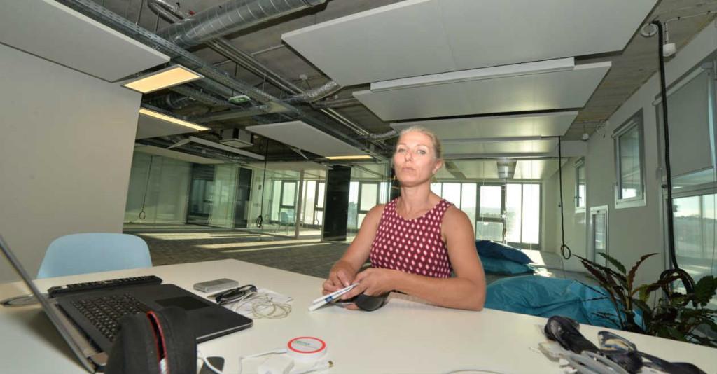 Vanessa Douet-Vannucci dans l'une des salles de co-working de On[e]Life (Crédit : Ted Alter)