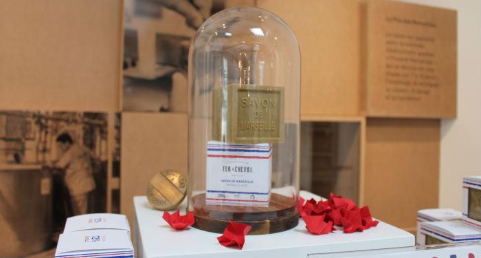 Packaging bleu blanc rouge pour un savon 100% marseillais