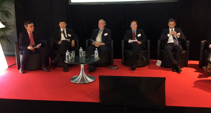 De gauche à droite : Philippe Stéfanini, DG de Provence Promotion, Que Weidong, P-dg de Quechen, David Ruberg, P-dg d'Interxion, Ding Xiangming, VP du port de Shanghai et Rodolphe Saadé, P-dg de CMA CGM