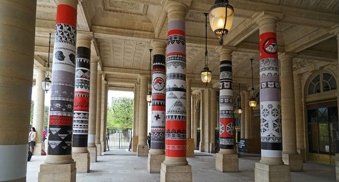 péristyle du Palais Royal redécoré par le graffeur Mégot