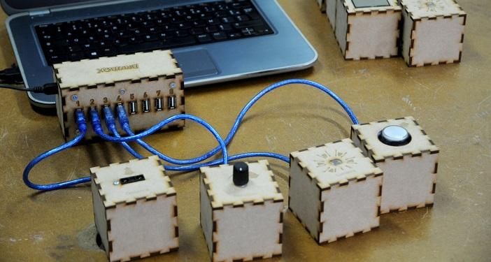 La brutbox permet la création sonore avec de simples gestes