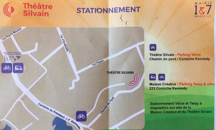 Les lieux de parckage pour les Twizy et les vélos. au théâtre Silvain