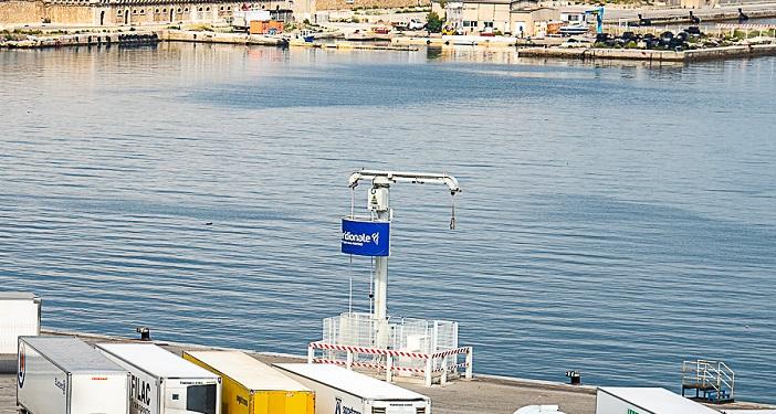 Le fameux poste à quai qui alimente les bateaux en électricité