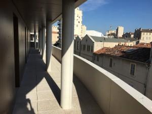 Les balcons des appartements qui vont être compartimentés. Photo : S.P.