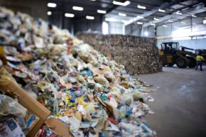 L'entreprise de recyclage d'emballages et de papiers Citeo organise une consultation citoyenne à Marseille du 10 novembre au 1er décembre. Crédits William Alix pour Citeo