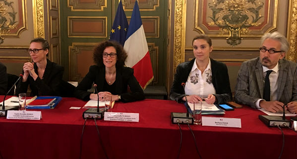 La secrétaire d'Etat Emannuelle Wargon à la préfecture à Marseille lundi 3 décembre 2018 (Photo AP).