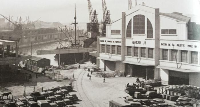 La façade du J1 côté ville avant  la destruction du pignon pour laisser de la place au viaduc