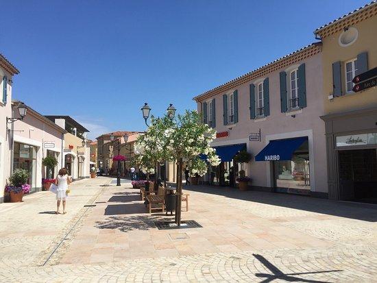Le village de marques de Miramas fait le plein d'enseignes - Gomet'