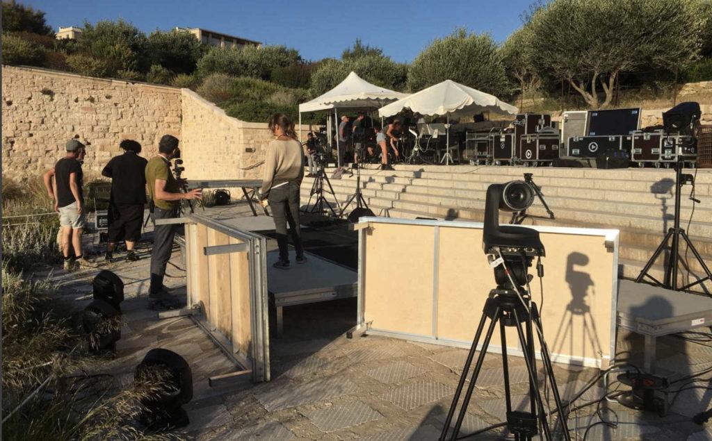Les préparatifs de l'émission du undi 29 juin sera diffusée depuis les jardins du Mucem (Crédit capture Linkedin Adrien Joly).