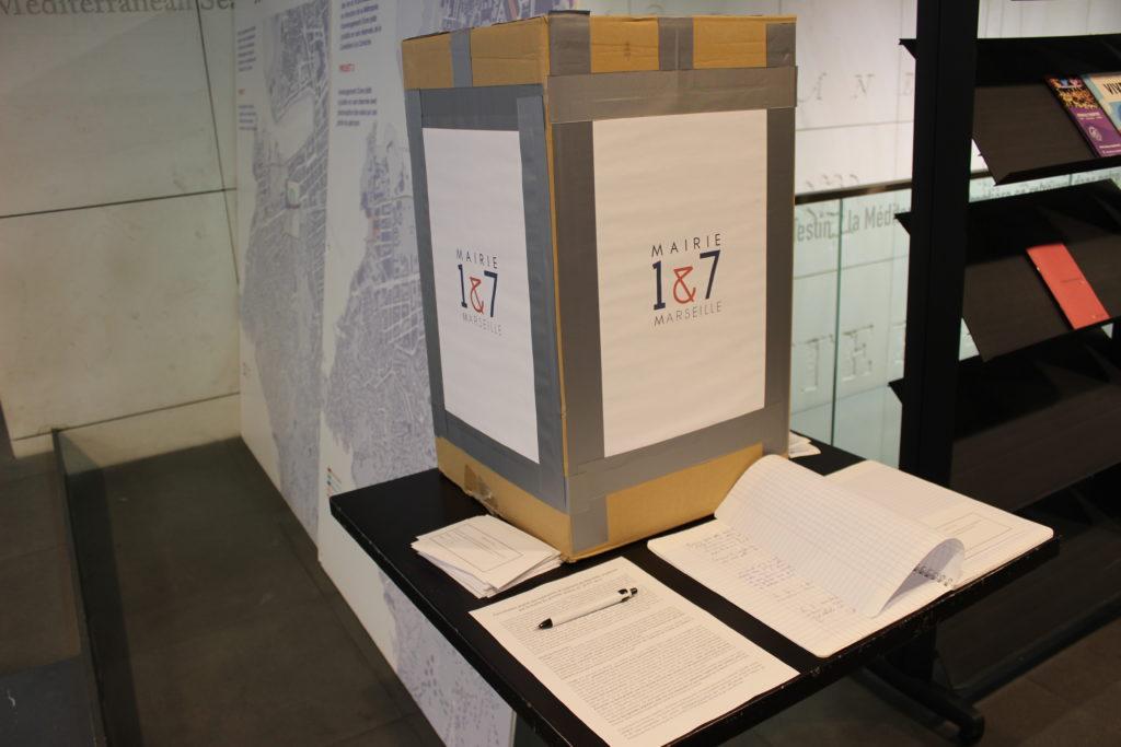 L'urne à la mairie 1/7 concernant le projet d'une piste cyclable