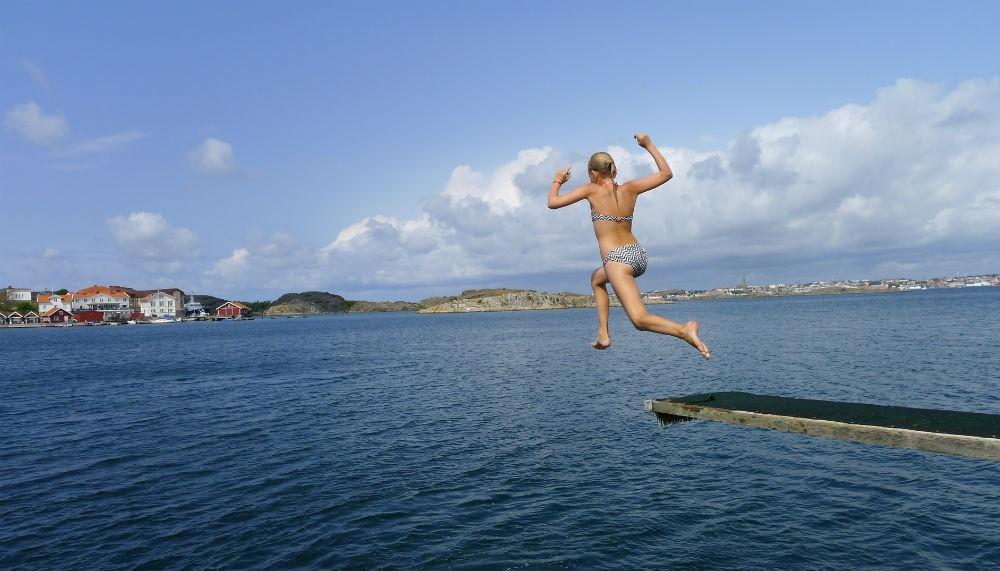 La joie de la baignade sur la côte du Bohüslan en Suède (Crédit Gomet'/JFE)