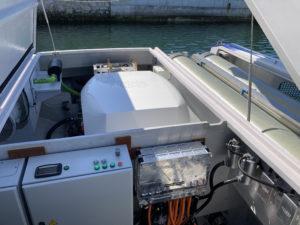 Le moteur mixe une pile à combustible à hydrogène et des batteries électriques qui prennent le relais à partir de 12 noeuds