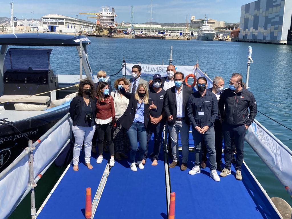Une photo de groupe des principaux partenaires du projet Hynova 40