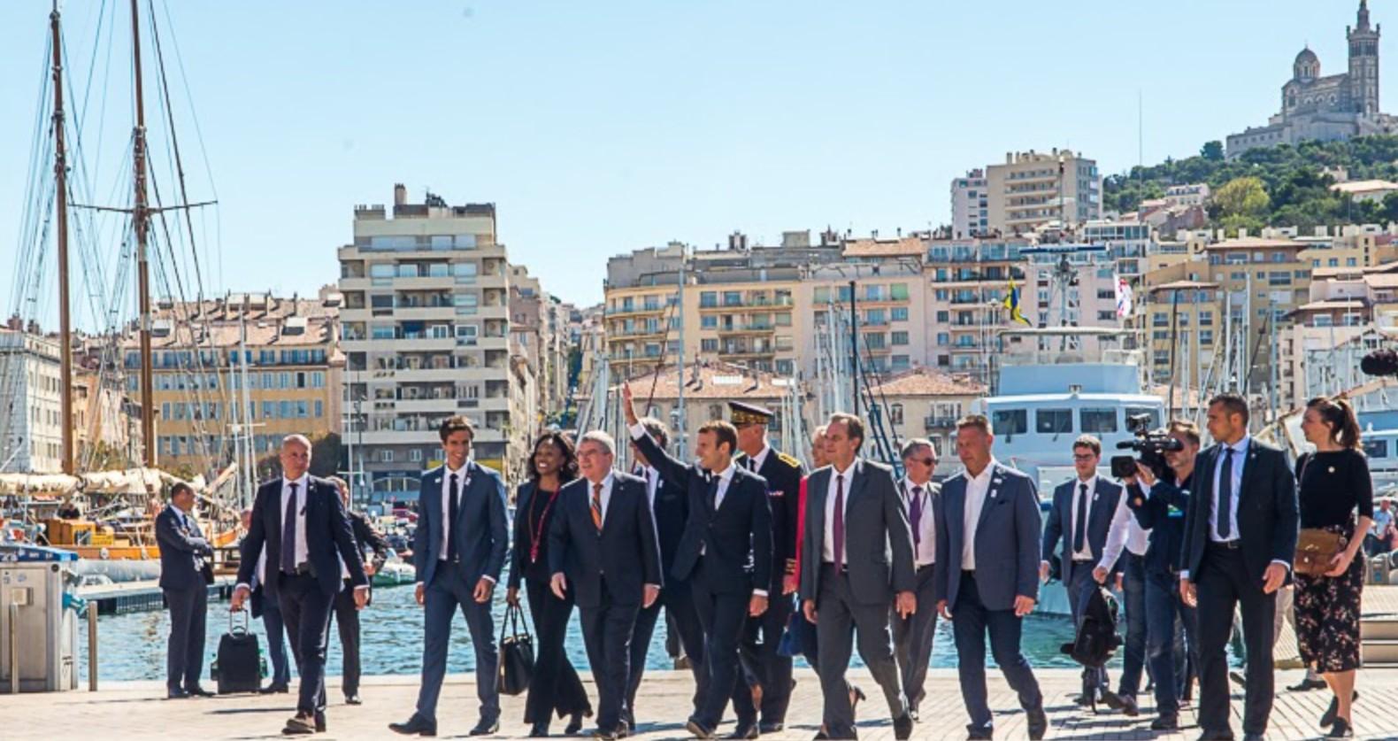 La visite d'Emmanuel Macron : trois jours au chevet de Marseille et de la  nature - Gomet'